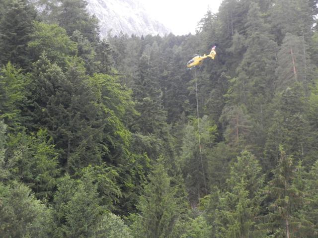 Hubschrauber des ÖAMTC bei der Bergung