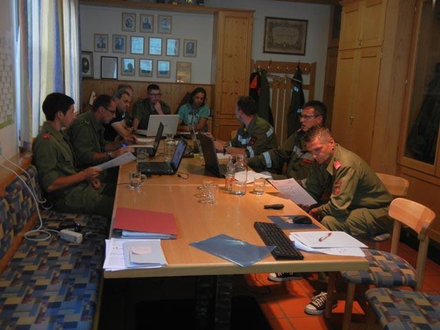 Teilnehmer der EDV-Schulung bei der praktischen Übung