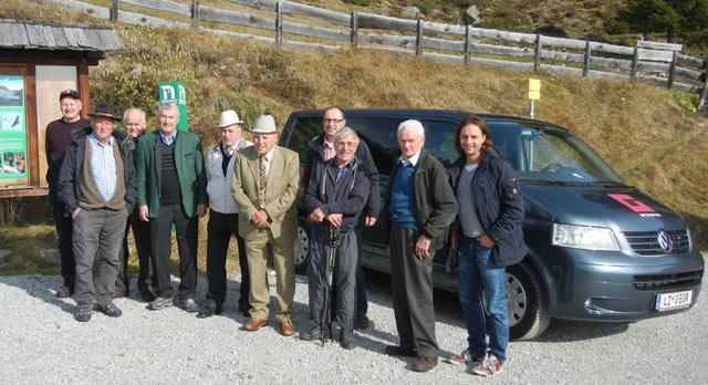 Unsere Reservisten und unser langjähriger VS-Direktor Johann Weingartner mit Kdt. Friedrich Brunner und Kassier Raimund Anether.