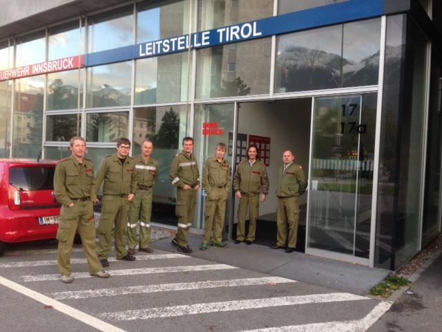 Kameraden der FF-Lavant vor der Besichtigung der Leitstelle Tirol