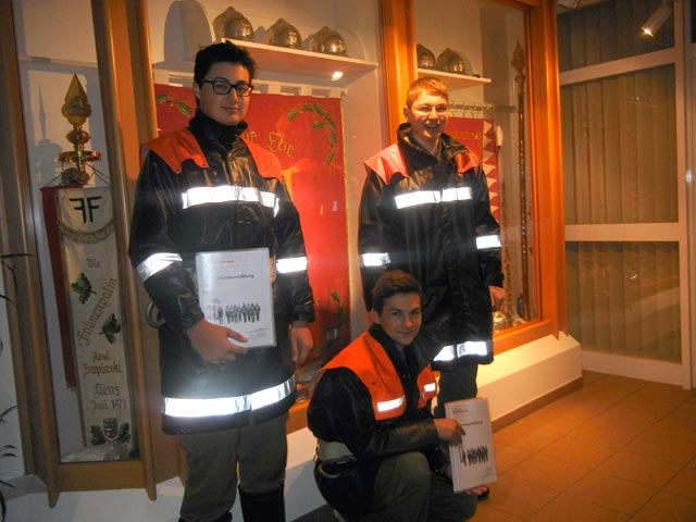 Unsere drei jungen Kammeraden nach dem erfolgreich absolvierten Bezirks-Grundlehrgang.
